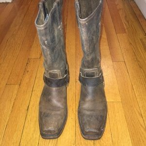 Frye Harness 12R - size 7 Boot